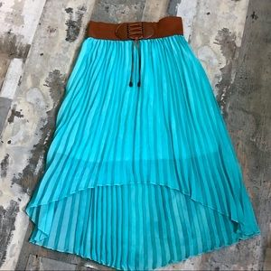 Pleated high low skirt with elastic waistband